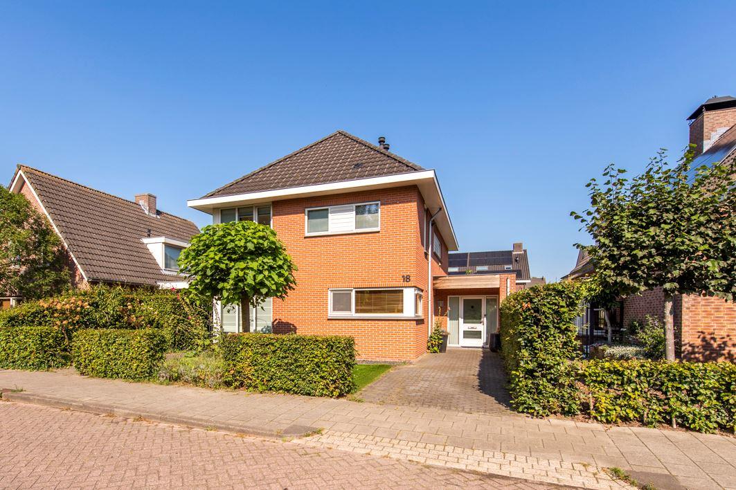 Bekijk foto 1 van Gerard van der Lindenstraat 18