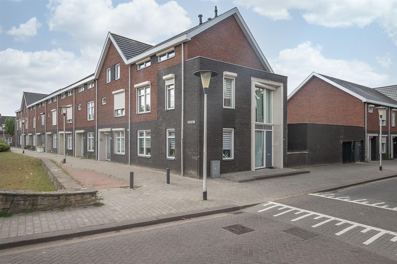 Bekijk foto 1 van Prins Karelstraat 93