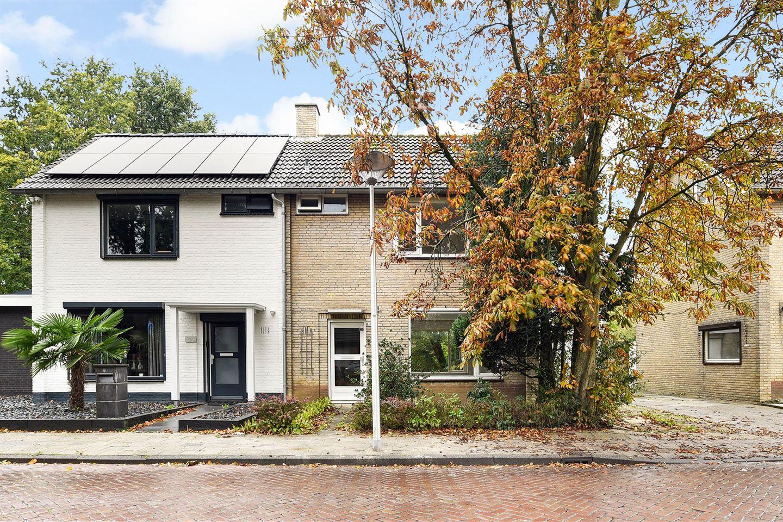 Bekijk foto 1 van Karel Doormanstraat 42