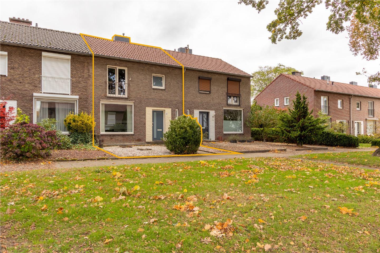 Bekijk foto 2 van Mgr. Claessensstraat 57