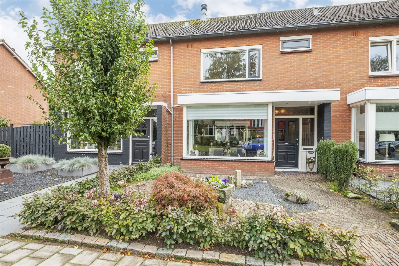 Bekijk foto 1 van J.W.F. van Hartenstraat 17
