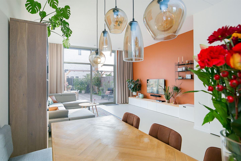 Bekijk foto 1 van Van der Duijn van Maasdamweg 12