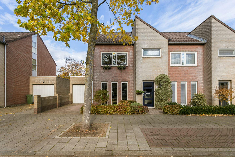 Bekijk foto 2 van Brabantlaan 8