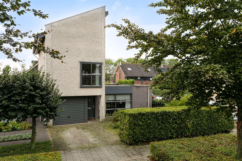 Bekijk foto 1 van Maasbommelstraat 28