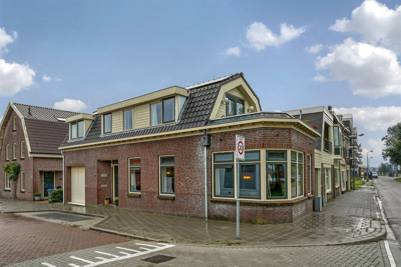 Bekijk foto 2 van Burgemeester van Meetelenstraat 2 a