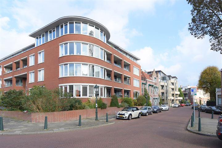 Van Dorpstraat 64