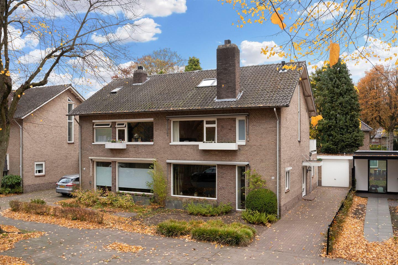 View photo 1 of Burgemeester Rauppstraat 19
