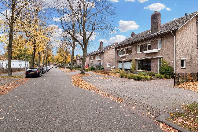 View photo 2 of Burgemeester Rauppstraat 19
