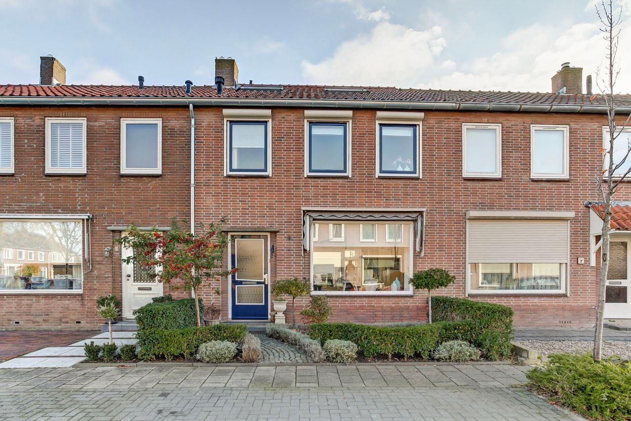 Bekijk foto 1 van Van Ruysdaelstraat 9