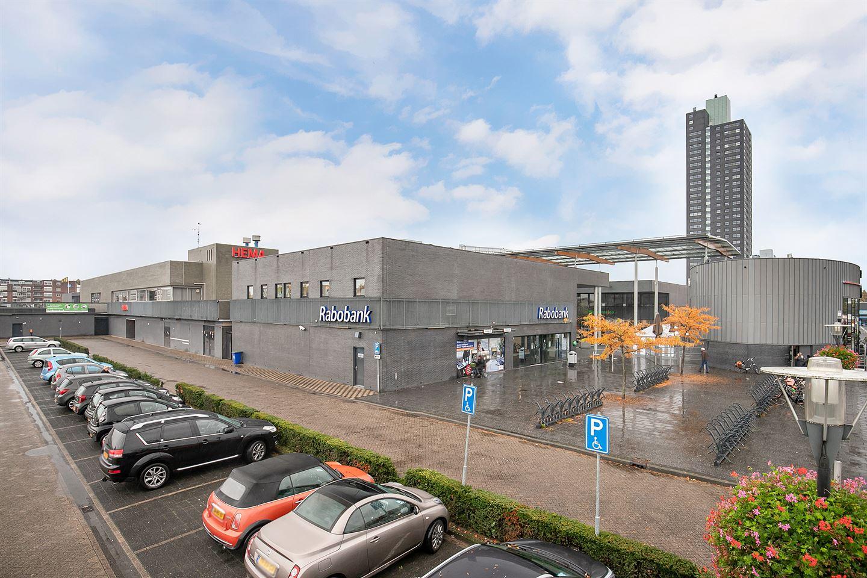Bekijk foto 1 van Winkelcentrum Woensel 400