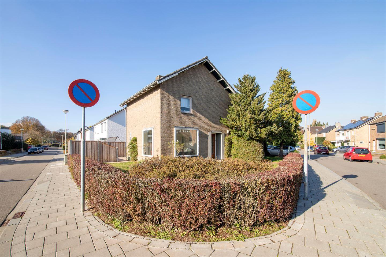 Bekijk foto 2 van Koning Karelstraat 1