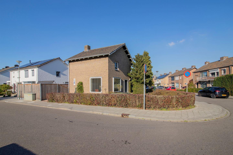 Bekijk foto 3 van Koning Karelstraat 1