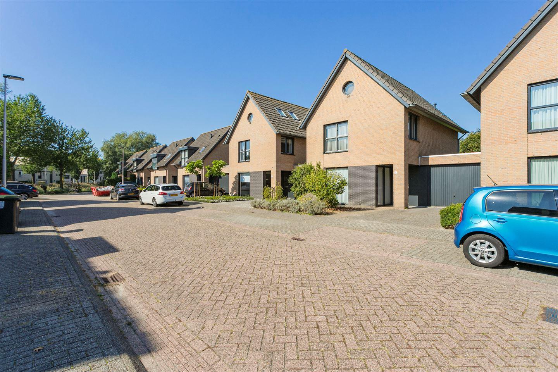 View photo 2 of Roosterenstraat 5