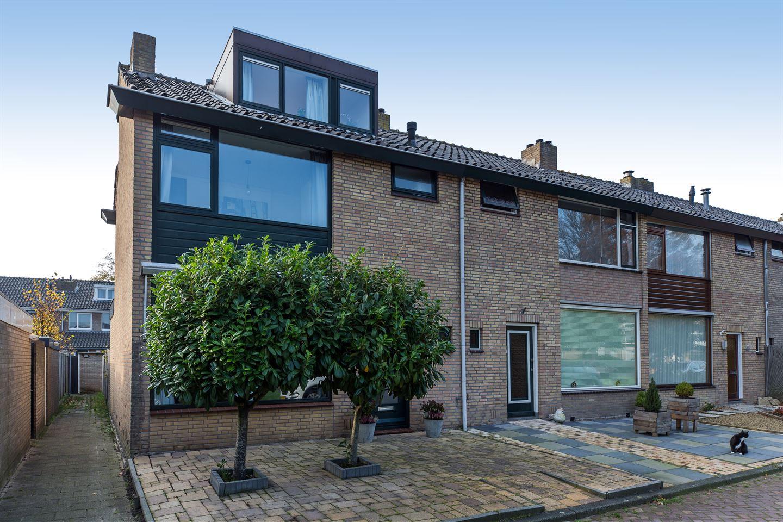Bekijk foto 1 van Van der Helstplein 8