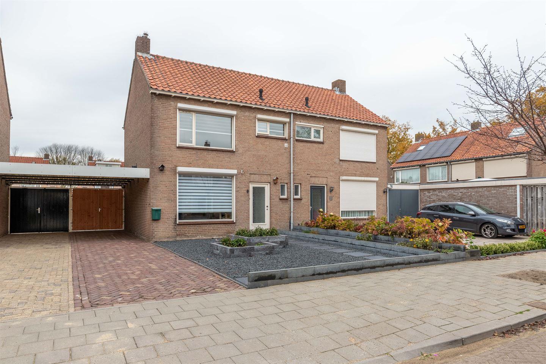 Bekijk foto 1 van Van Karnebeekstraat 3