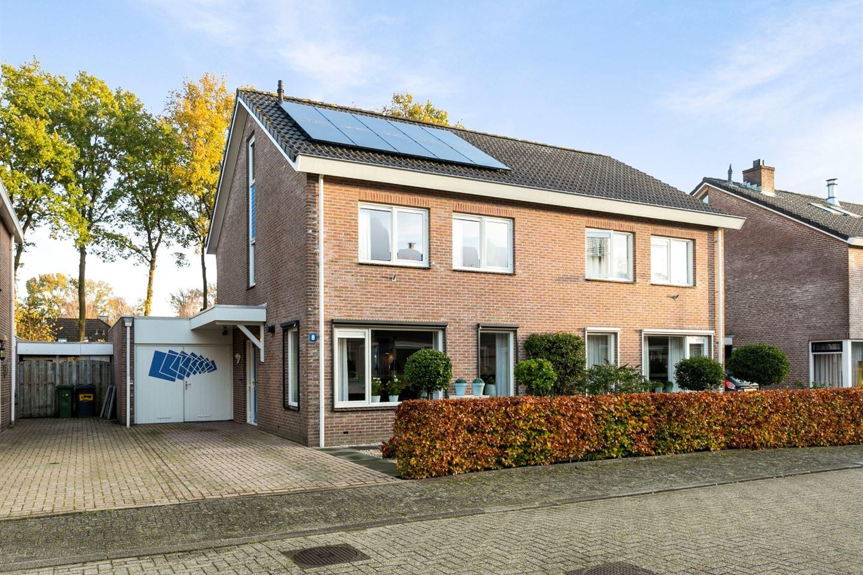 Bekijk foto 1 van J.G. van Arkstraat 8