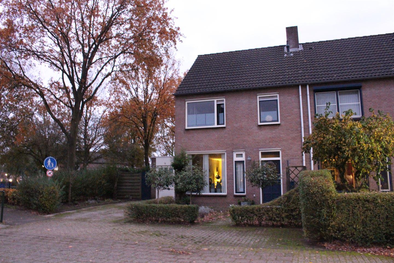 Bekijk foto 1 van Mgr. Willemsenplein 19