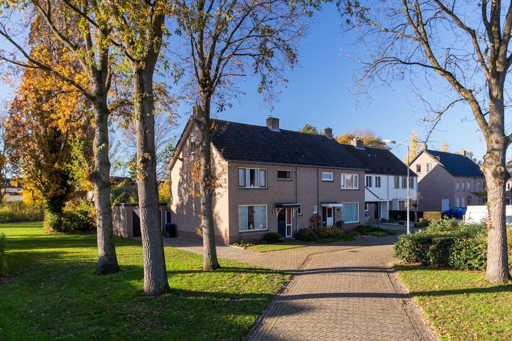 Bekijk foto 1 van van Ossstraat 20