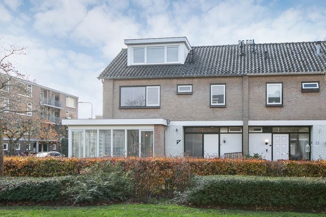 Bekijk foto 2 van H Roland Holststraat 26