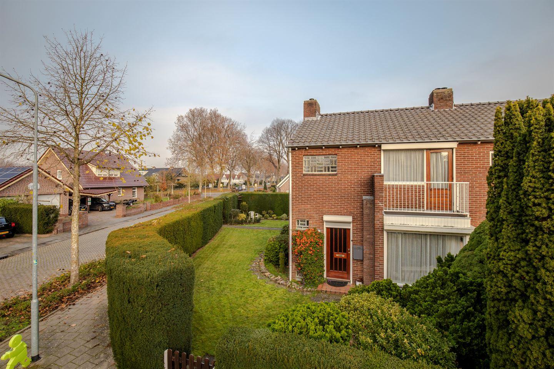 Bekijk foto 2 van Heldringstraat 10