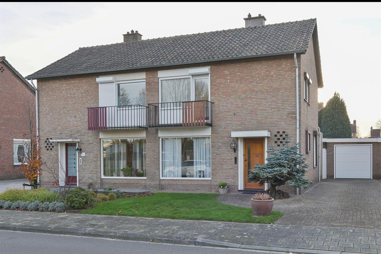 Bekijk foto 1 van Jan van Valkenburgstraat 10