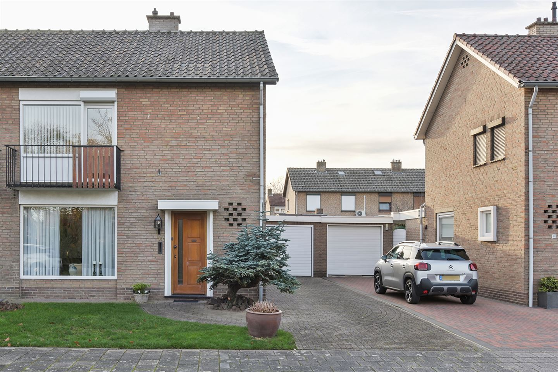 Bekijk foto 2 van Jan van Valkenburgstraat 10