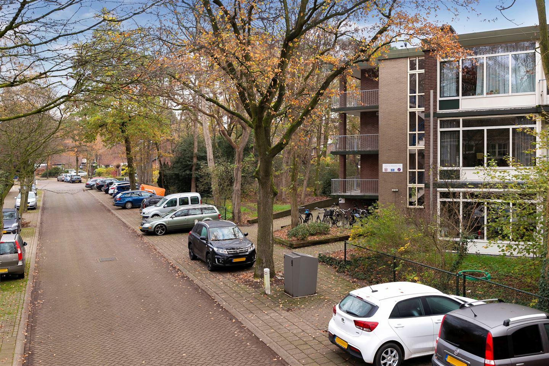 Bekijk foto 3 van Juliana van Stolberglaan 59