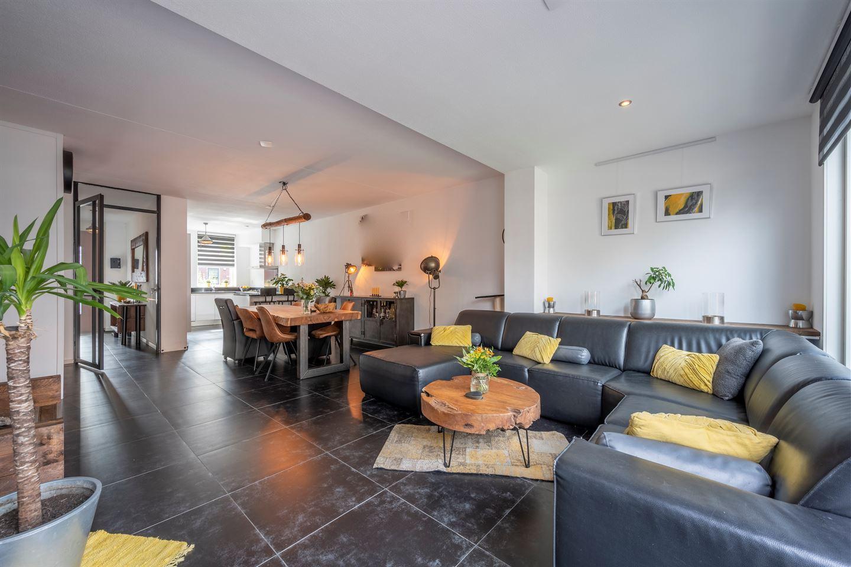 Bekijk foto 5 van Opper Van Treurenstraat 25