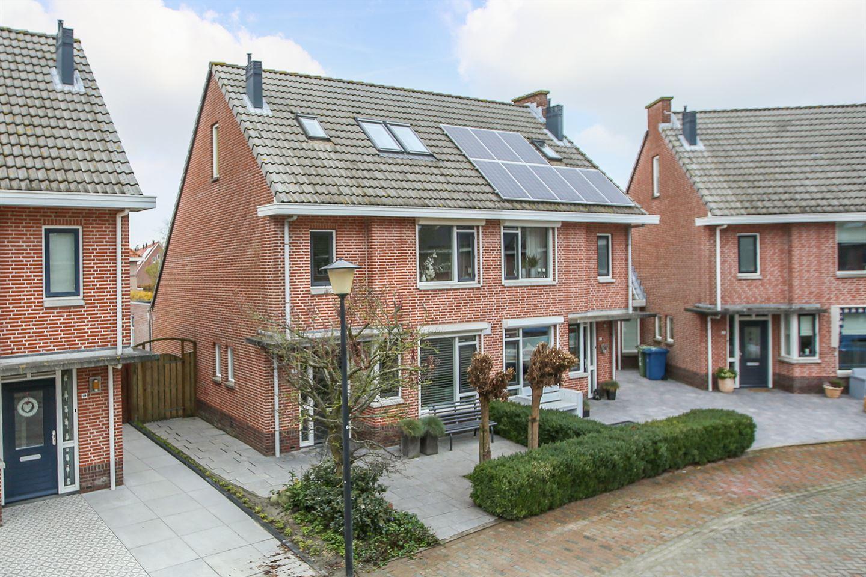 Bekijk foto 1 van Betje Wolffstraat 18
