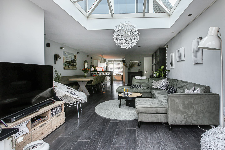 Bekijk foto 2 van Betje Wolffstraat 18