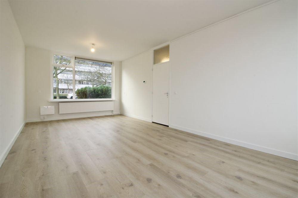View photo 4 of Haringvlietstraat 27