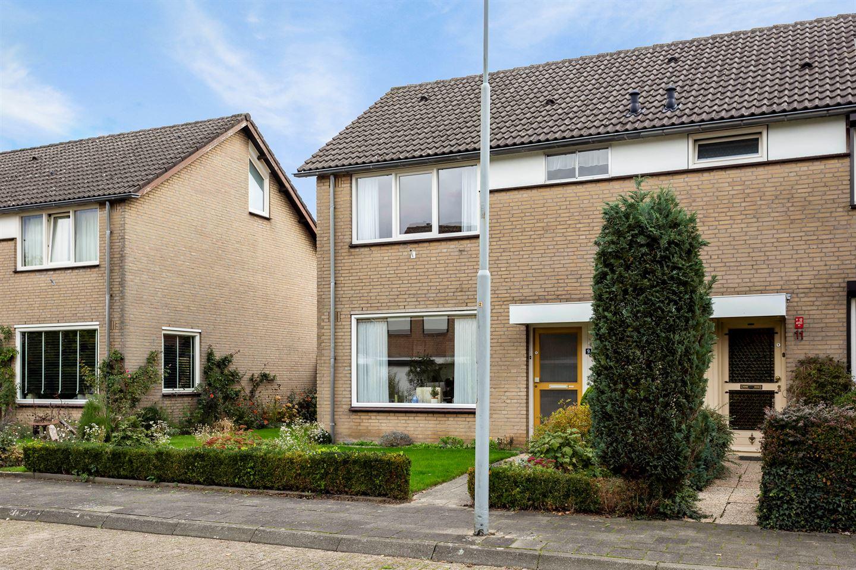 Bekijk foto 2 van Gerard van Swietenlaan 9