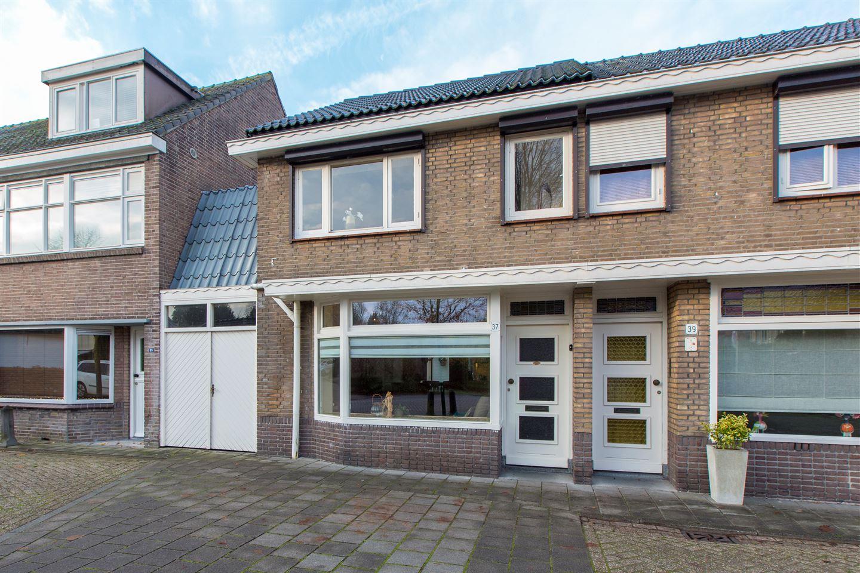 Bekijk foto 2 van Doctor van Kesselstraat 37