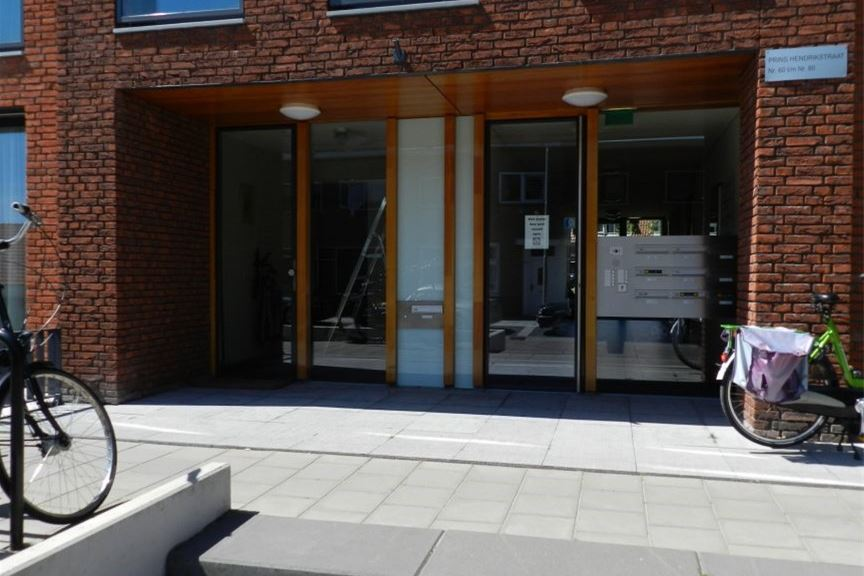Bekijk foto 2 van Prins Hendrikstraat 66