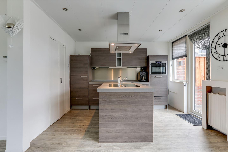 Bekijk foto 2 van Johan de Wittstraat 9
