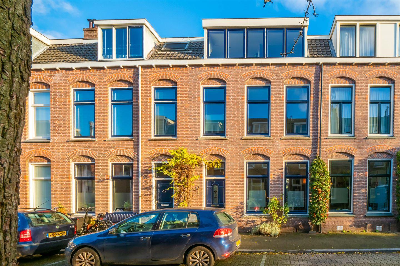 Bekijk foto 1 van Abraham Bloemaertstraat 17