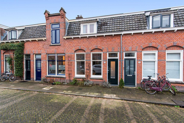 Bekijk foto 1 van Van der Helststraat 34