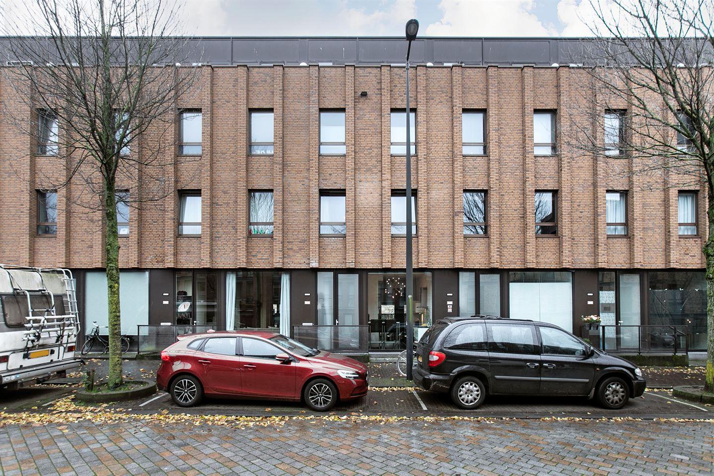 Bekijk foto 1 van Pieter Oosterhuisstraat 58