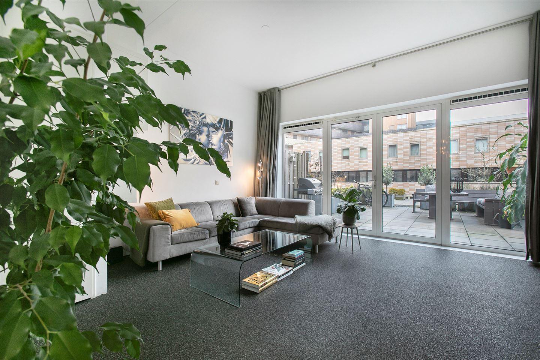 Bekijk foto 2 van Pieter Oosterhuisstraat 58