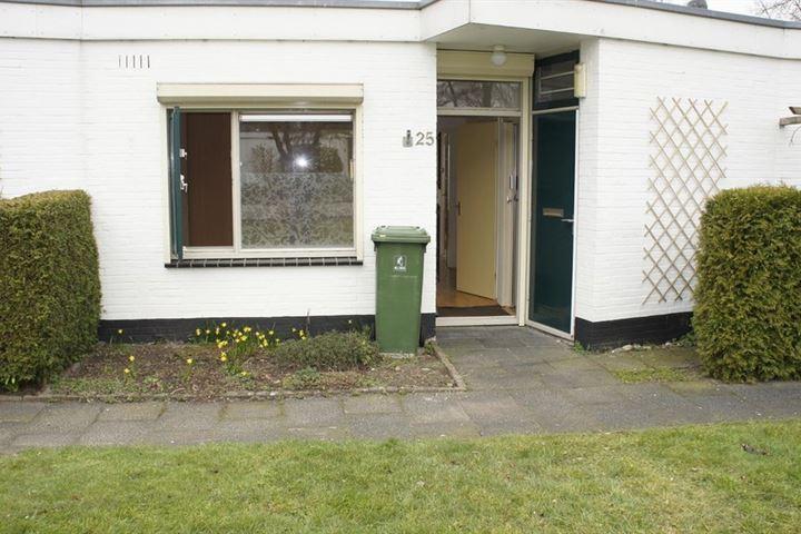 Van Balverenweg 25 .