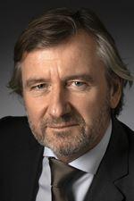 mr Hans-Robert van der  Doe MRICS (Directeur)