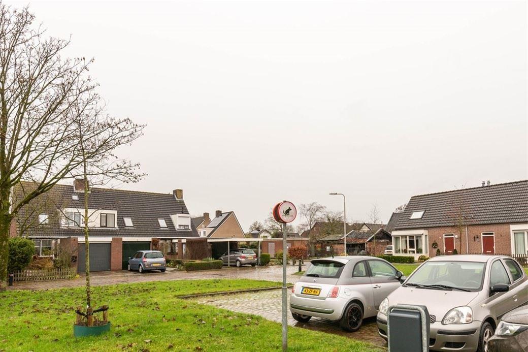 Bekijk foto 2 van Mr. R.J. van Beekhoffstraat 4