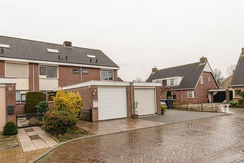 Bekijk foto 1 van Mr. R.J. van Beekhoffstraat 4