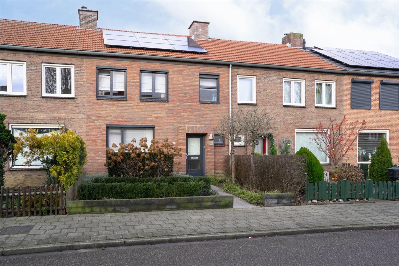 Bekijk foto 2 van Pastoor van Eijsstraat 36