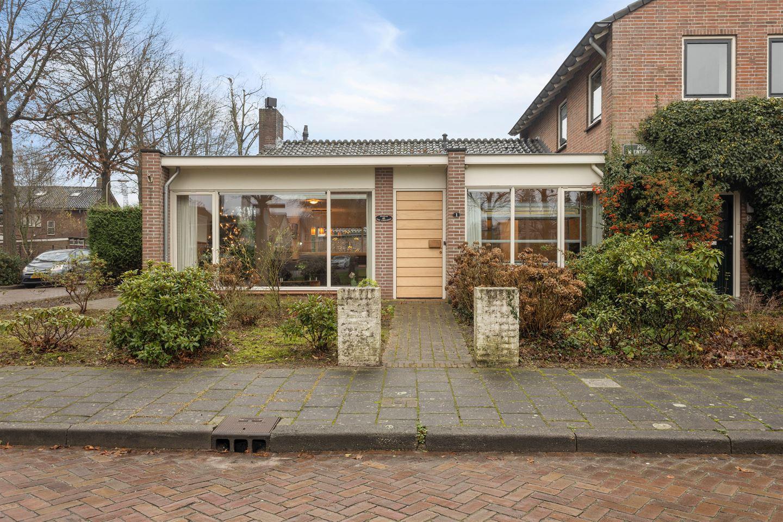Bekijk foto 2 van Prof. W. Einthovenstraat 1
