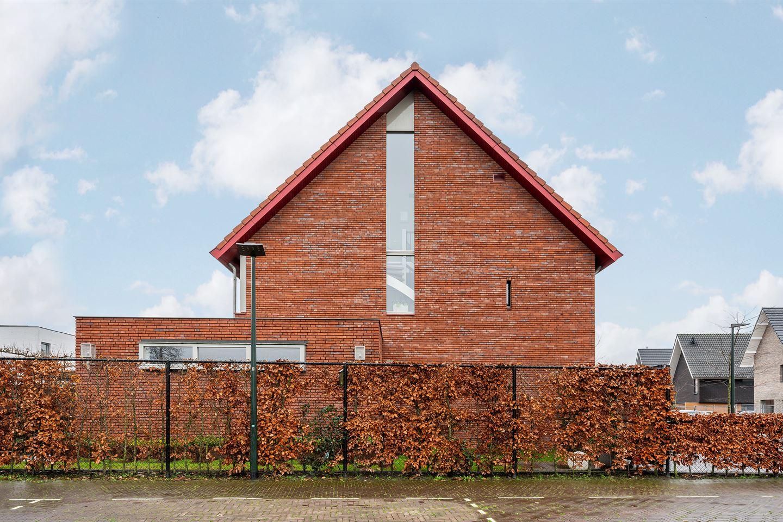 Bekijk foto 2 van Wim van Baaststraat 44