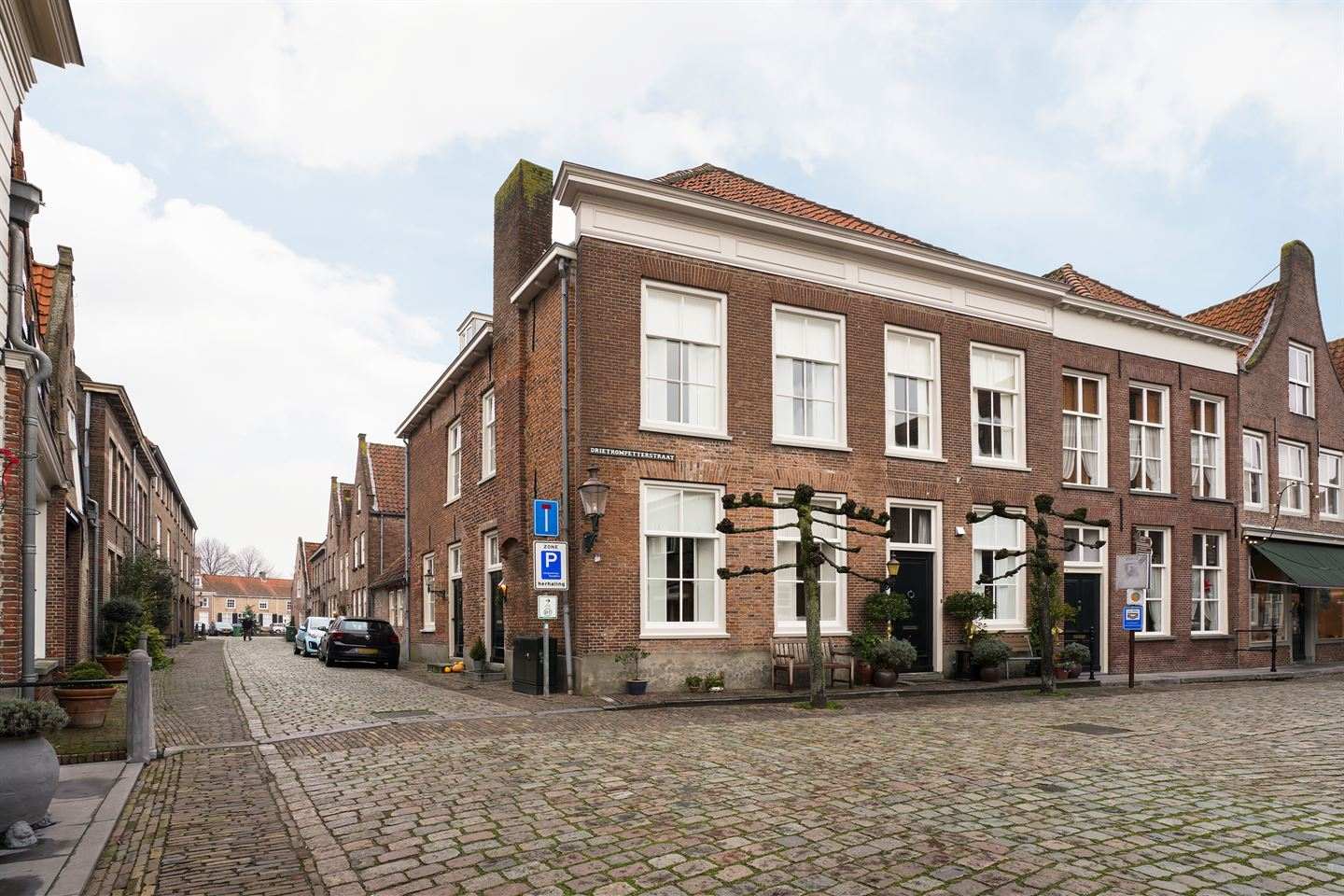 View photo 1 of Drietrompetterstraat 11
