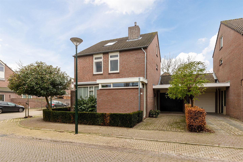 Bekijk foto 1 van Burg. Van den Oeverstraat 14