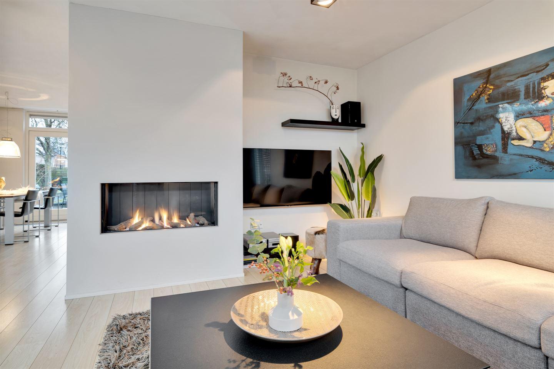 Bekijk foto 2 van Burg. Van den Oeverstraat 14