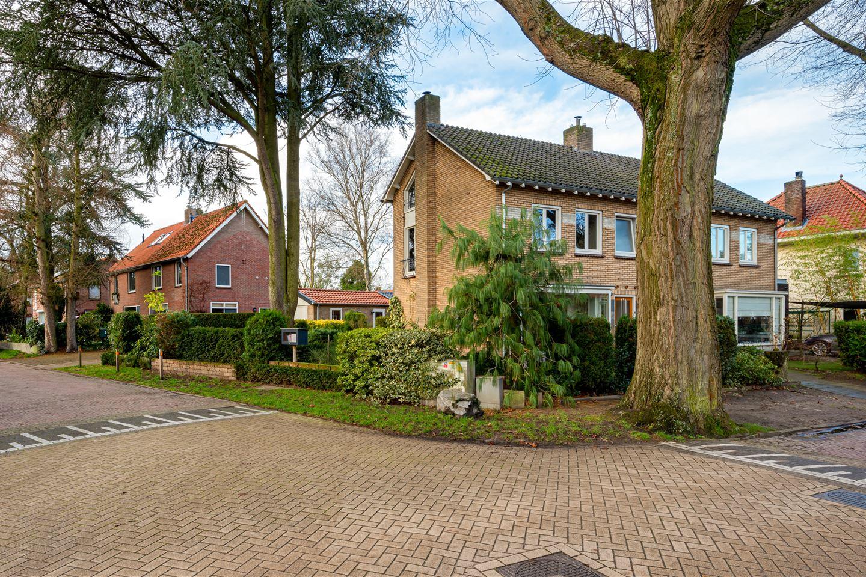 Bekijk foto 1 van Burgemeester Uijenstraat 34